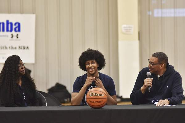 Katie Fyfe | The Journal Gazette  Homestead basketball player Ayanna Patterson, with her mom and dad, Robin Johnson and Andre Patterson, at her side, announces Saturday she will be going to UConn.
