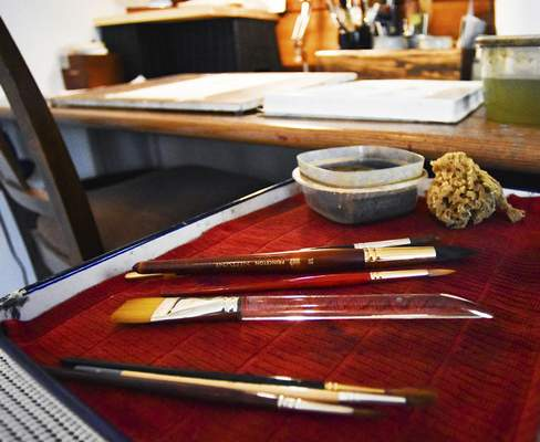 When it comes to selecting a brush, De Somer suggests going with three of different sizes.