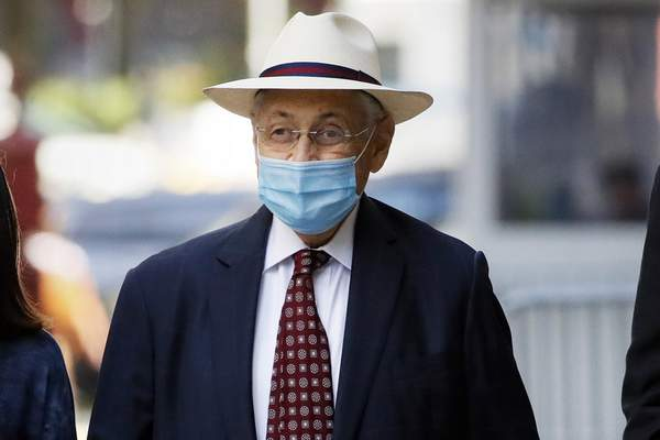 FILE †In this July 20, 2020 file photo, former New York Assembly Speaker Sheldon Silver leaves U.S. District Court after he was sentenced to 6 1/2 years in prison, in New York. (AP Photo/John Minchillo, File)