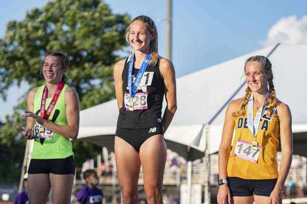 Huntington North's Addison Wiley receives her 1st place medal as the State Champion in the 800m run at the 2021 IHSAA Girls State Track Meet on June 5, 2021 at Ben Davis High School in Indianapolis, IN. (Credit Image: Chad Williams)