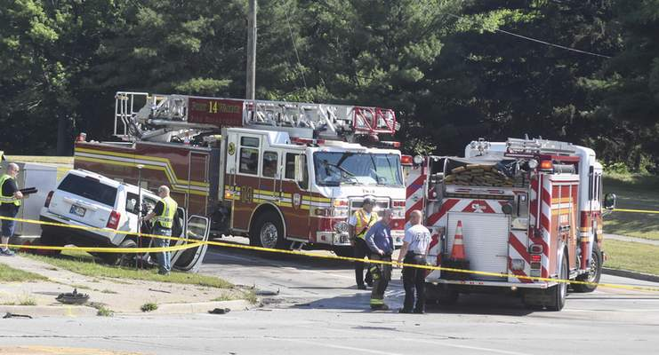 Michelle Davies | The Journal Gazette A fatal crash Saturday morning at East State Boulevard and Reed Road killed one man and hurt five others, including three children.