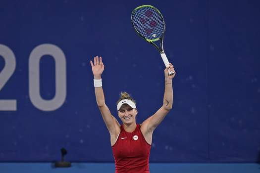 Tokyo Olympics Tennis Marketa Vondrousova, of the Czech Republic, reacts after defeating Naomi Osaka, of Japan, during the third round of the tennis competition at the 2020 Summer Olympics, Tuesday, July 27, 2021, in Tokyo, Japan. (AP Photo/Seth Wenig) (Seth Wenig STF)