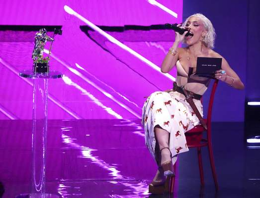 Host Doja Cat presents the award for best new artist at the MTV Video Music Awards at Barclays Center on Sunday, Sept. 12, 2021, in New York. (Photo by Charles Sykes/Invision/AP)