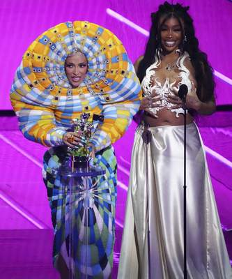 Doja Cat, left, and SZA accept the award for best collaboration for Kiss Me More at the MTV Video Music Awards at Barclays Center on Sunday, Sept. 12, 2021, in New York. (Photo by Charles Sykes/Invision/AP)