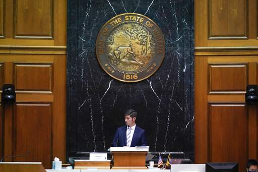 Rep. Tim Wesco, R-Osceola, listens during a public hearing on the redistricting plan at the Statehouse, Thursday, Sept. 16, 2021, in Indianapolis. (AP Photo/Darron Cummings) (Foto: The Associated Press)