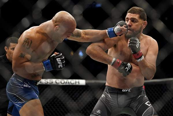 Nick Diaz, right, fights Robbie Lawler during a middleweight mixed martial arts bout at UFC 266, Saturday, Sept. 25, 2021, in Las Vegas. (AP Photo/John Locher)