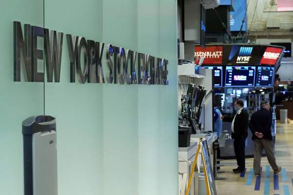 FILE - Traders work on the floor of the New York Stock Exchange, Monday, July 19, 2021. Stocks are off to a mixed start on Wall Street Monday, Sept. 27, 2021 as gains for banks and energy companies are checked by drops in the technology sector. The S&P 500 was off 0.4% in the early going, while the tech-heavy Nasdaq lost 1.1%. The Dow Jones Industrial Average was up 0.4%, however, and a measure of small-company stocks was also higher. (AP Photo/Richard Drew, file)