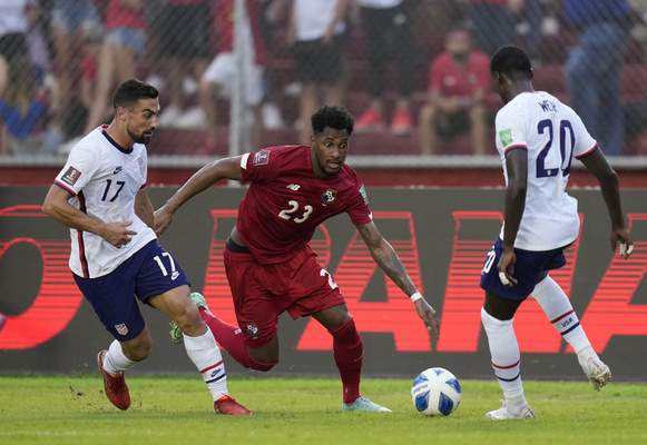 Panama's Michael Murillo, center, United States´ Sebastian Lletget, left, and United State's Tim Weah battle for the ball during a qualifying soccer match for the FIFA World Cup Qatar 2022 at Rommel Fernandez stadium, Panama city, Panama, Sunday, Oct. 10, 2021. (AP Photo/Arnulfo Franco)