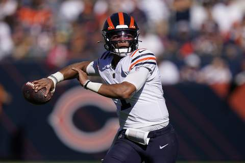 Packers Bears Football Chicago Bears quarterback Justin Fields passes during the first half of an NFL football game against the Green Bay Packers Sunday, Oct. 17, 2021, in Chicago. (AP Photo/Nam Y. Huh) (Nam Y. Huh STF)