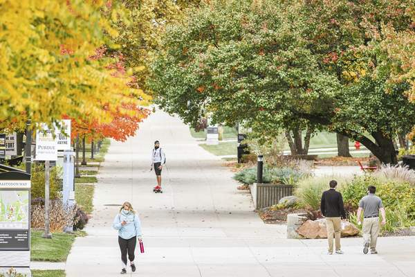 Mike Moore | The Journal Gazette Students at Purdue University Fort Wayne are enrolled 4% fewer credit hours this fall than last year.